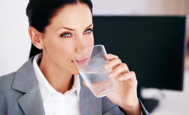 beti 2 litri de apa pe zi